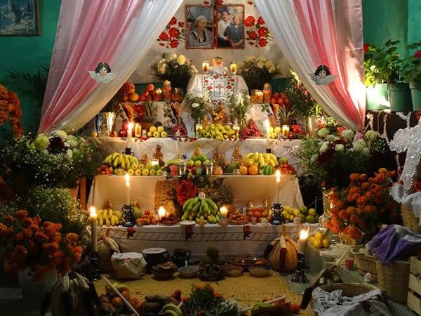 Photo d'un autel funéraire mexicain du jour des morts