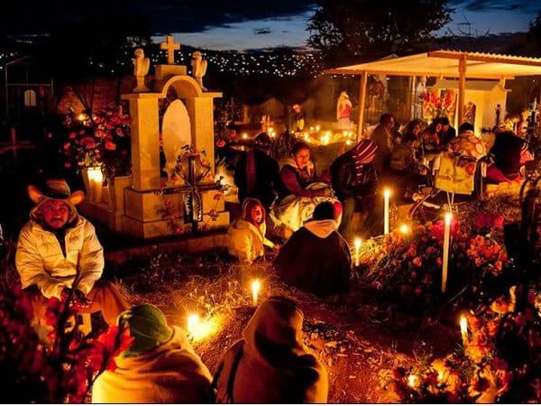 Photo d'un cimetière mexicain le jour des morts