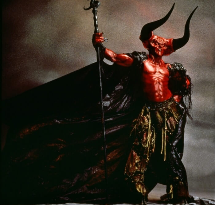Photo du diable rouge du film Legend