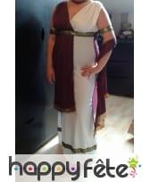 Photo de Costume de sénatrice blanc et bordeaux prise par Quenet Camille