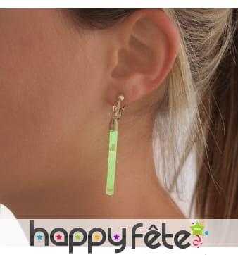 5 boucles d oreilles bâtonnet phosphorescent