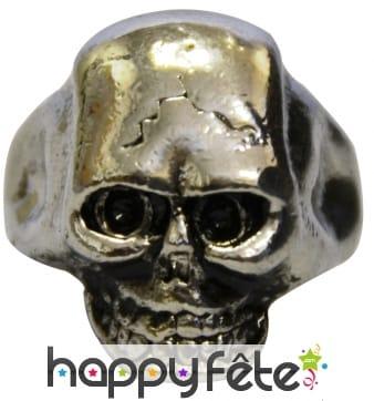 Bague métalique avec tête de mort