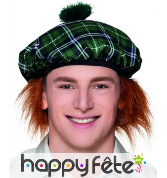 Béret vert écossais avec cheveux
