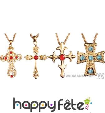 Collier avec croix décorée