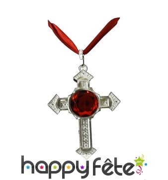 Collier avec croix et fausse pierre rouge
