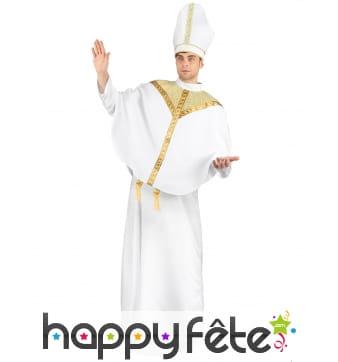 Costume blanc et doré de prêtre