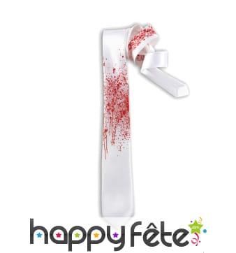 Cravate blanche Tachée de sang