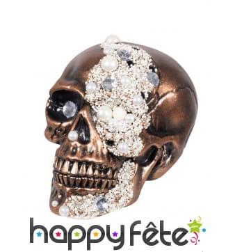 Crâne cuivré couvert de faux diamants, 21 cm