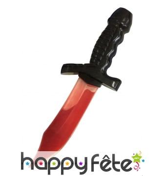 Couteau couvert de sang