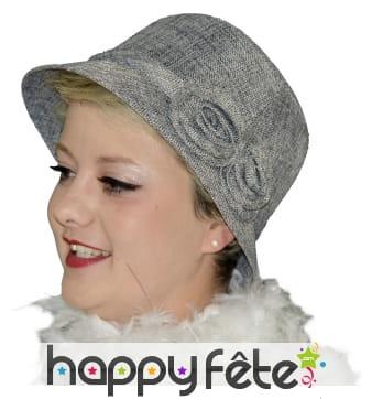 Chapeau cloche gris avec roses