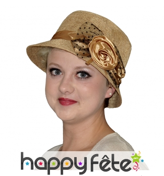 Chapeau cloche marron, tulle et rose
