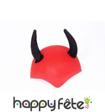 Chapeau coiffe rouge avec cornes de diable