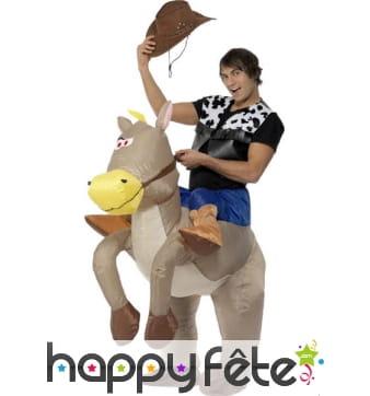 Costume cowboy sur cheval gonflable