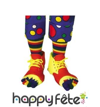 Chaussures de clown trouées et chaussettes