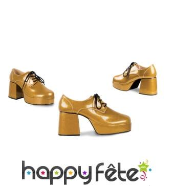 Chaussures dorées disco à talon haut