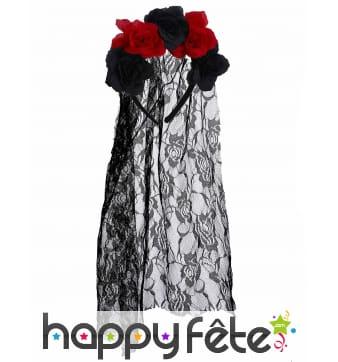 Couronne de fleurs noir et rouge avec voile noir