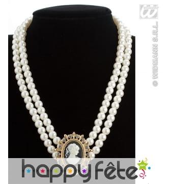 Collier de perles avec pendentif ancien