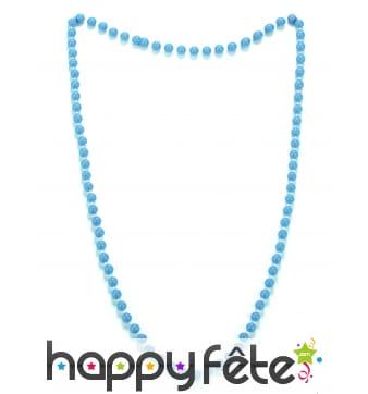 Collier de perles bleues en plastique
