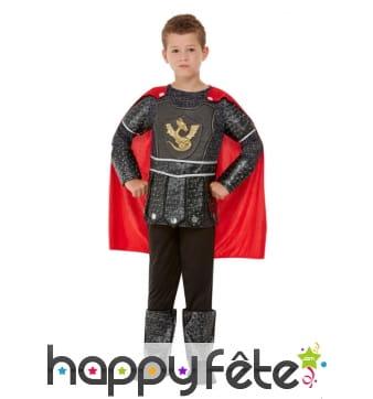 Costume de petit chevalier noir avec cape rouge