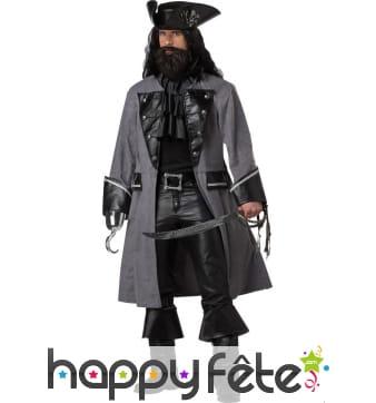 Costume de pirate avec longue veste sombre