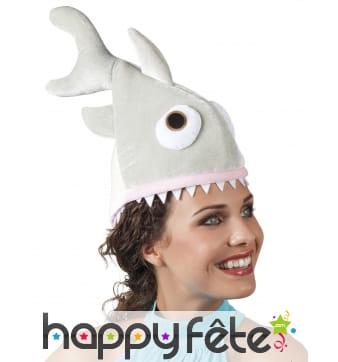 Chapeau de requin gris affamé en peluche