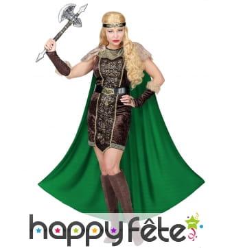 Costume de reine viking avec longue cape