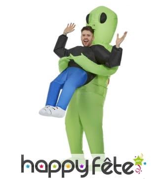 Costume enlevé par un alien gonflable pour adulte