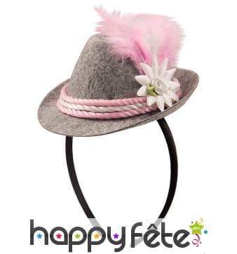 Chapeau gris rose de bavaroise sur serre tete