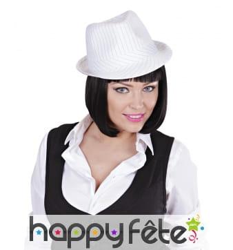 Chapeau justin blanc avec fines lignes noires