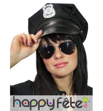 Casquette noire de police avec insigne argenté