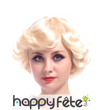 Courte perruque blonde style vintage