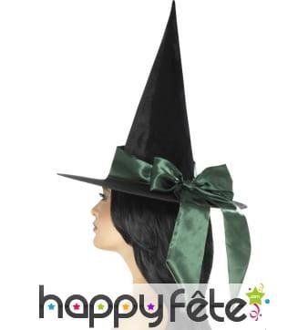 Chapeau pointu noir et noeud vert
