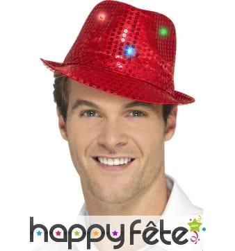 Chapeau rouge à sequins lumineux