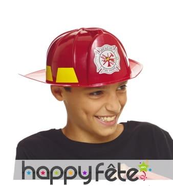 Casque rouge de pompier pour petit garçon