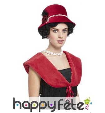 Chapeau rouges des années 20 avec étole