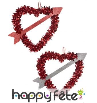 Coeur rouge décoratif traversé d'une flèche