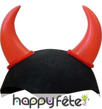 Cornes rouges de diable avec crâne noir