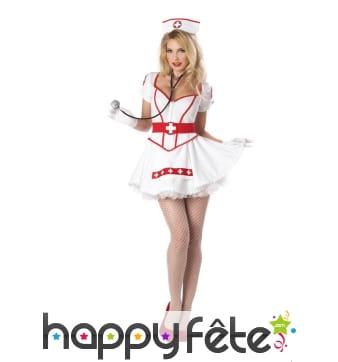 Costume rouge et blanc d'infirmière sexy