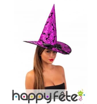 Chapeau violet de sorcière avec chauve-souris