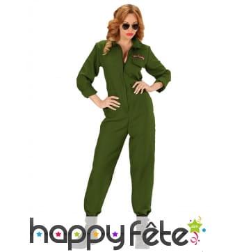 Combinaison verte de femme pilote de l'air