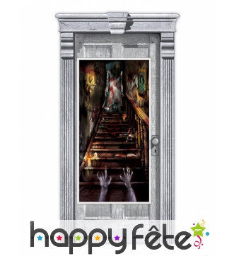 Décor de porte escalier de maison hantée