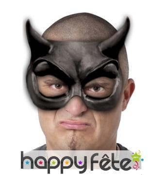 Demi-masque loup de diable noir en latex