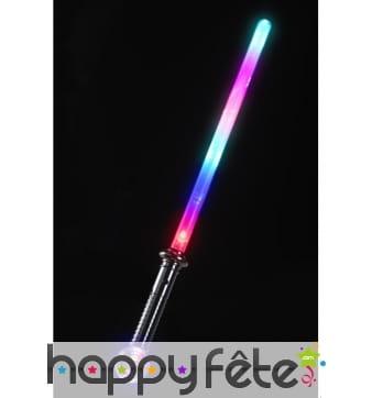 épée avec boule lumineuse