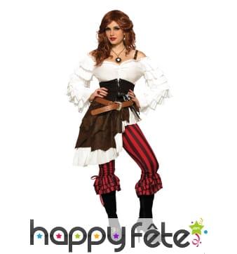 Elégant costume de femme pirate