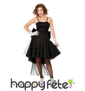 Elegante robe noire avec gros noeud papillon