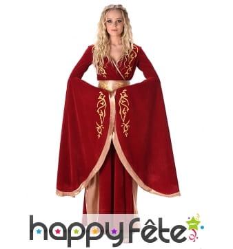 Elegante tenue rouge or de reine médiévale