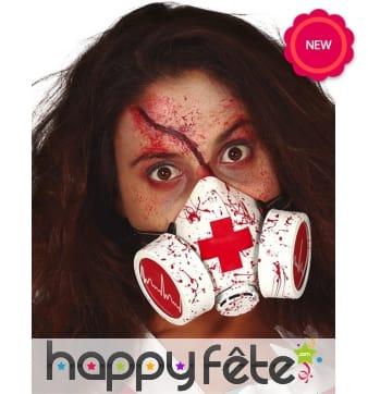 Faux masque à gaz ensanglanté avec logo infirmier