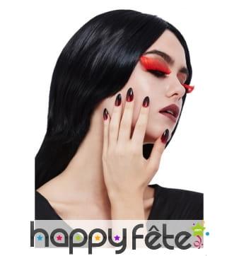 Faux ongles et faux cils gothique noirs et rouges