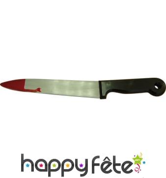 Grand couteau ensanglanté