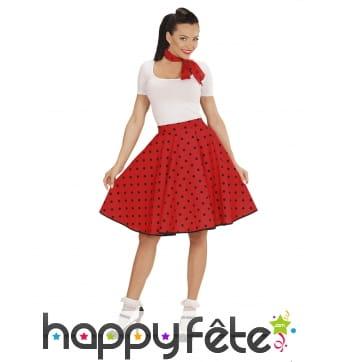 Jupe rouge à pois avec foulard, années 50